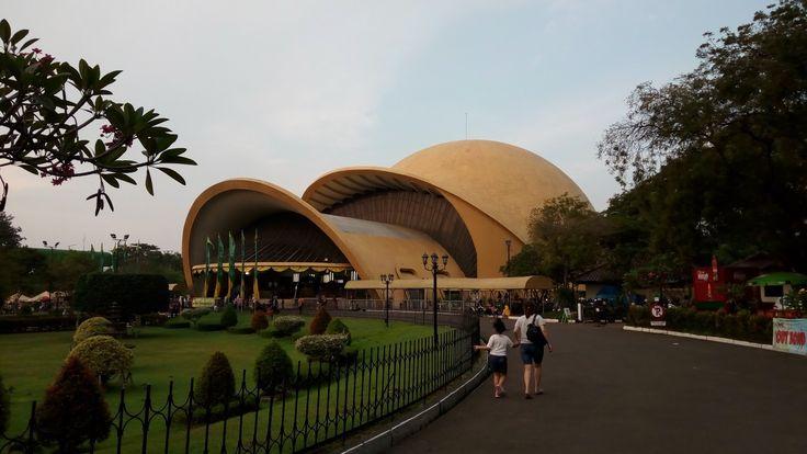 Taman Mini Indonesia Indah Mengelilingi Indonesia di Jakarta - Jakarta