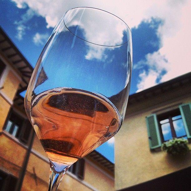Bollicine rosè #InMontefalco  foto di @rossa_di_sera
