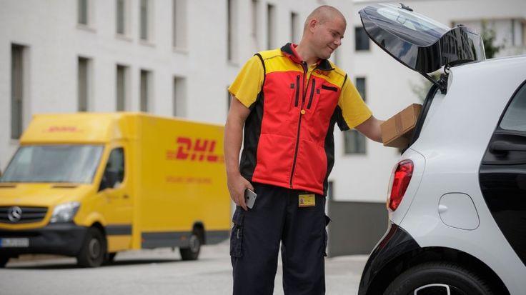 Inwoners Stuttgard kunnen pakketjes in de kofferbak van hun auto laten bezorgen  Autofabrikant Daimler het moederbedrijf van Mercedes-Benz gaat in Duitsland een proef startenmet pakketbezorger DHL waarbij pakketjes rechtstreeks in je auto bezorgd kunnen worden. Met Smart Ready to Drop kunnen bezitters van een Smart hun pakket in de laadruimte van hun auto laten afleveren.  Het bedrijf maakte bekend deze herfst te beginnen met het bezorgen van pakketjes in autos in de Duitse stad Stuttgart…