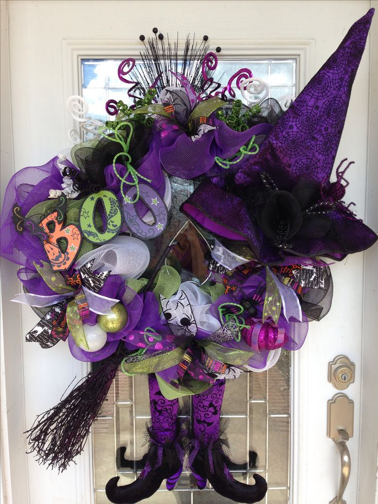 Halloween deco mesh wreath, one of my favorite