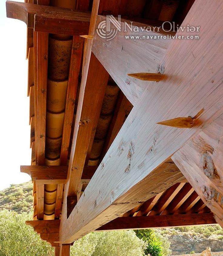 Detalle de construcción de pérgola rustica para garage. navarrolivier.com