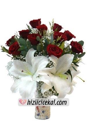 Vazoda 11 Gül & Lilyumlar  Hızlı Çiçek Al ile sevdiklerinize aynı gün teslimat seçeneği ile cam vazo içinde 11 adet kırmızı güller ve 3 adet açmış lilyum çiçekleri sipariş edin.  81,00 tl + kdv  http://www.hizlicicekal.com/cicekler/cicekciler/cicek/106/vazoda-11-gul--lilyumlar/