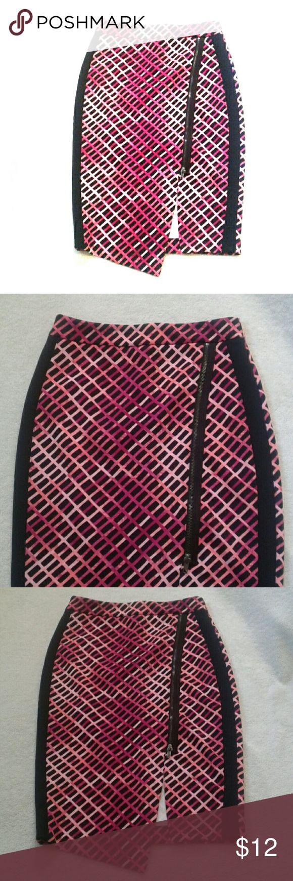 Worthington petite skirt sz. 2p Worthington petite skirt sz 2p. Great like new. Add to your fall collection. Worthington Skirts