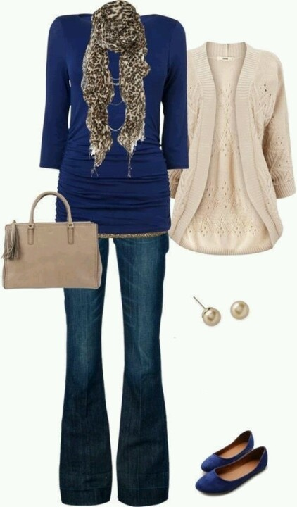 I love the color combination. With nice pants, I could wear this to work. I like the length of the top.