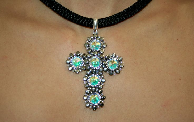 CROSS CHOKER WITH SWAROVSKI RIVOLI - www.perlinebijoux.com