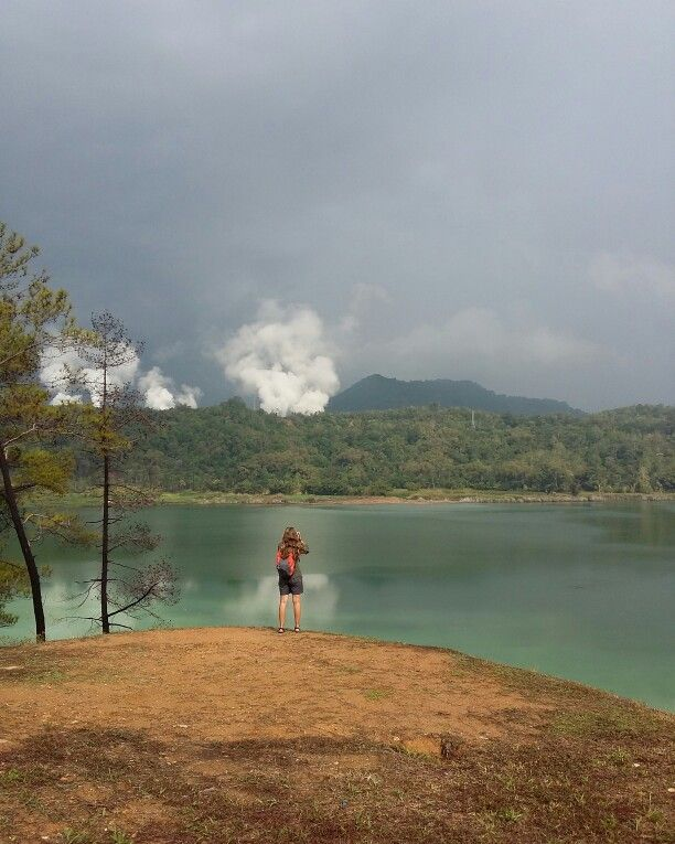 Another beautiful multi coloured lake that we visited during Minahasa Highland Tour with Dabirahe Resort #dabirahe #lembehhills #bitung #dive #lembeh #holiday #spa #resort #travel #tour #dive #honeymoon #romance