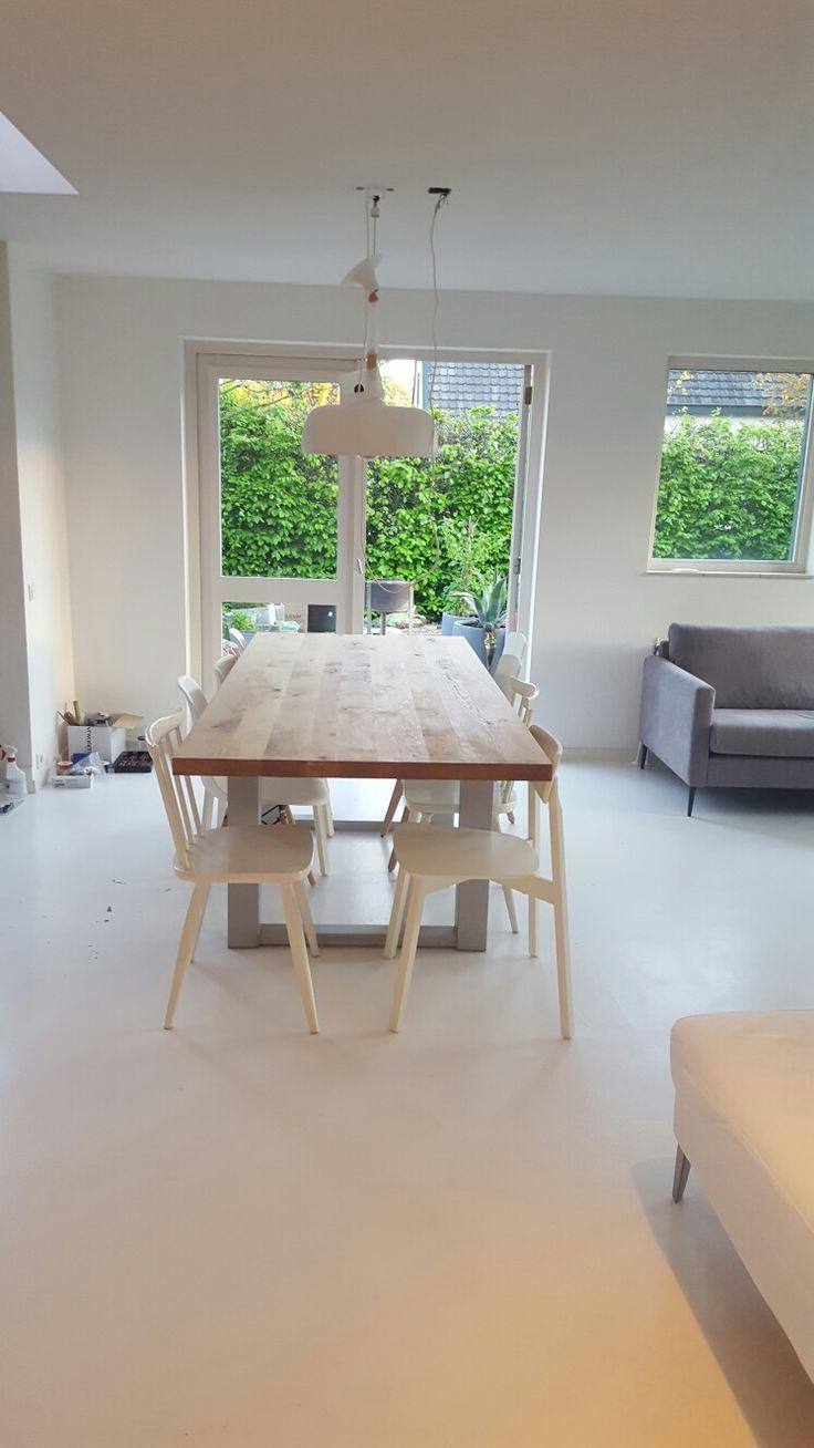 Eiken houten tafel met zelf gemaakt rvs onderstel.