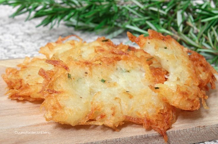 Le Frittelle di Patate sono una ricetta velocissima e facilissima da fare, si preparano con soli due ingredienti ed un pizzico di sale, croccanti e golose!!