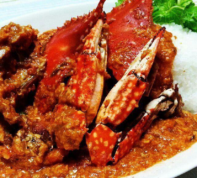 シンガポールは遥か遠くに。 見えもしない。  食べながら…おもた。おもたよ。  でも、甲殻倶楽部としては 家チリクラブとしては  甘辛の指も食べるでしょ!!! - 230件のもぐもぐ - チリクラブ渡蟹也のギャラは200円也 by シロー