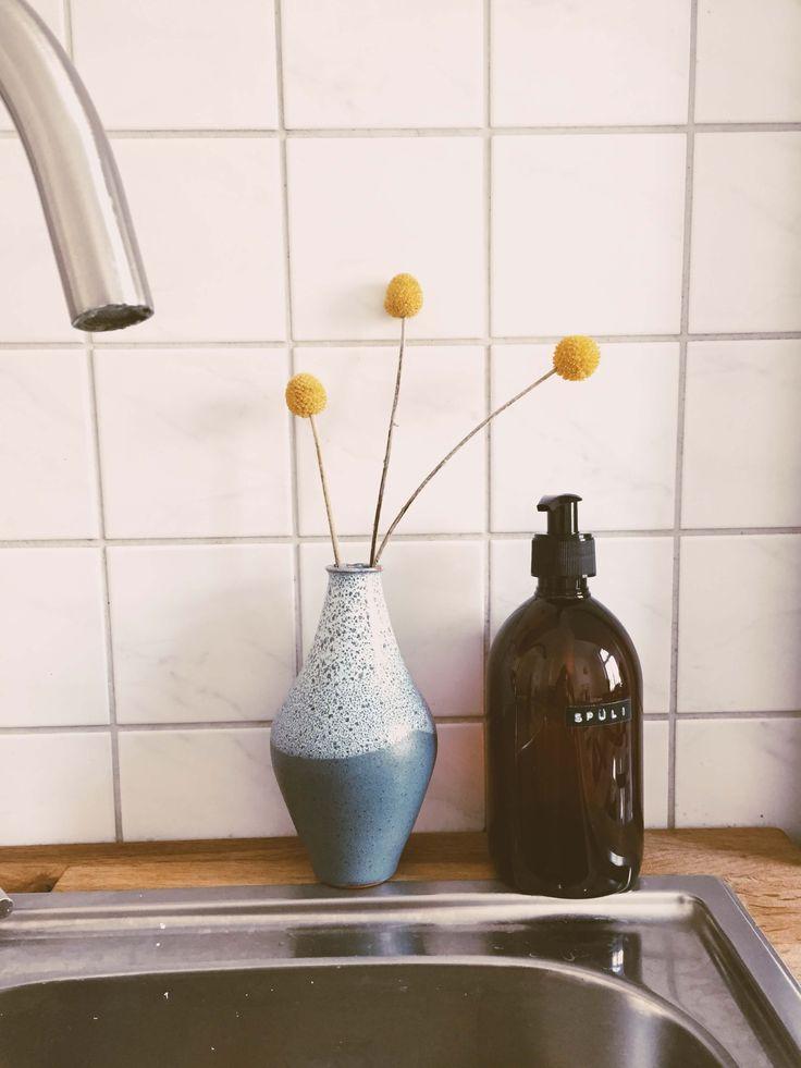 die besten 25 pet flaschen ideen auf pinterest rasengrasarten wiederverwertete flaschen und. Black Bedroom Furniture Sets. Home Design Ideas