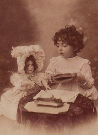 Девочки с куклами. Фото давно минувших дней. Girl and Jumeau doll