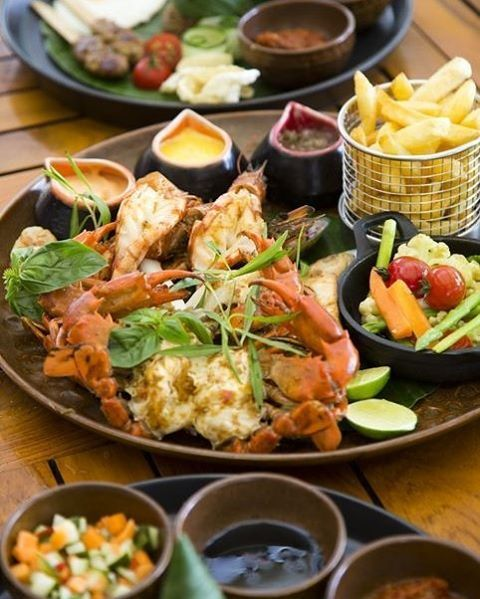 WEBSTA @ ayodyabali - The perfect beach side afternoon lunch - Fresh seafood platter served right in front of you. Photo credit: Alli Ugosoli #seafood #delicious #foodporn #bali #foods