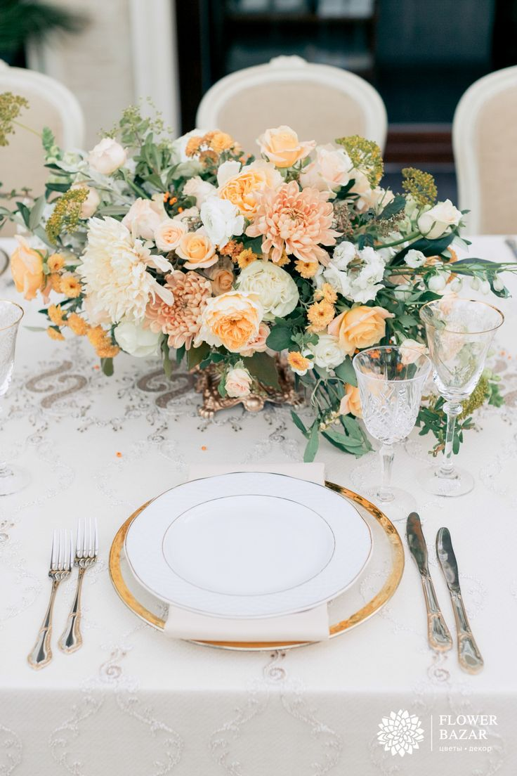 Идеи сервировки и украшения стола. Свадебная сервировка. Праздничная сервировка стола. Сервировка стола, свадьба украшения, белый, золото, желтый, элегантный, свадебный декор, свадебный декор 2016, свадебные идеи, свадебные цветы, свадебные декорации, свадебные композиции, свадебный декор
