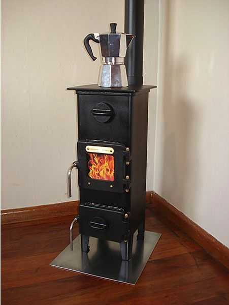 Tiny wood burner made for huts in New Zealand. Perfect for a tiny house.