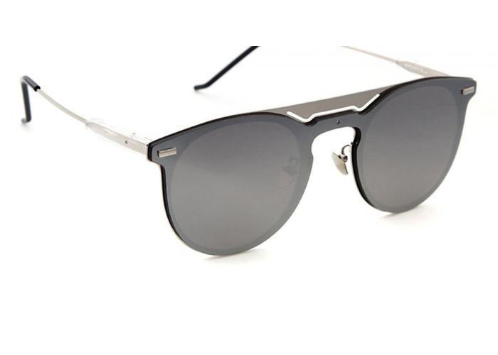 Unos lentes modernos para un look atrevido, así son los lentes Ibiza en color silver y con acabado espejo. Un diseño clásico que no puede faltar en tu guardarropa. Los amaras y los llevaras a todos lados. Todos nuestros modelos están hechos con los más altos niveles de calidad disponibles en el mercado. Los lentes cuentan con un nivel de protección del 100% en rayos ultravioleta (UV400), lo cual les da una mayor protección a tus ojos, además de contar con la certificación FCA. Unisex Sin…