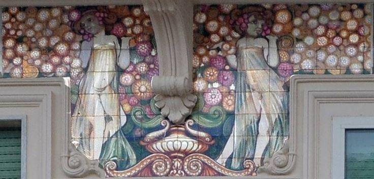 """""""Villino Flora"""", 1912, decorazione ceramica di Galileo Chini. Viale Carducci, Viareggio. Galileo Chini, Pannello con figura femminile, 1920 ca.  Manifattura Fornaci di San Lorenzo – Collezione privata"""