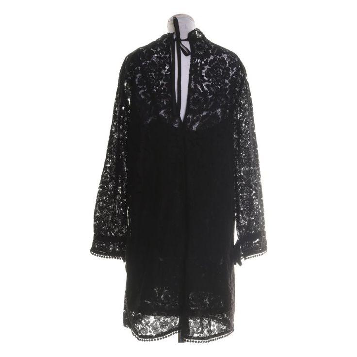 H&M spetsklänning