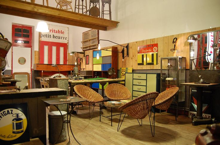https://www.facebook.com/photo.php?fbid=959659044087786&set=gm.1715857785297871&type=3&theater  Brokatom Thomas   Bonjour, Vous recherchez un meuble ou un élément de décoration vintage ou industriel pour votre décoration intérieure ? N'hésitez pas à faire un tour sur www.brokatom.com et/ou liker la page : https://www.facebook.com/brokatom A bientôt !