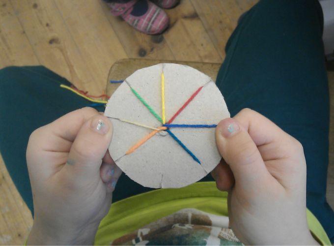 Das verfuchste Klassenzimmer: Knüpfen mit der Scheibe