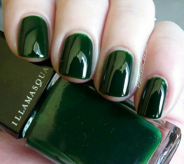 Evergreen nail laquer manicure. Short nails, short mani, short manicure, green nail polish