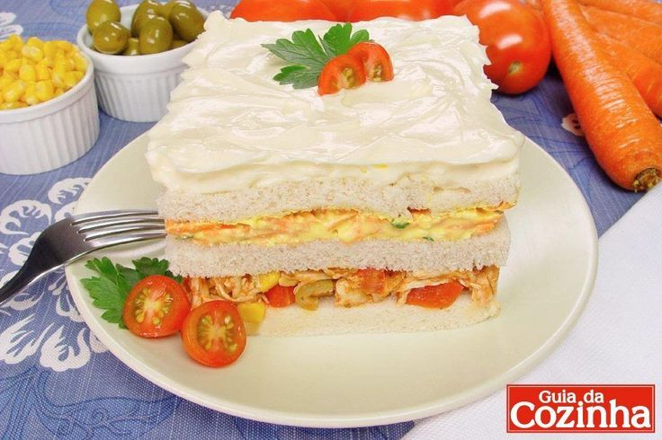 Confira esta receita de bolo gelado de frango e cenoura, que além de ficar uma delícia, é uma opção prática e rápida para o lanche da tarde!