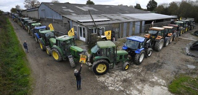 NDDL : stages d'auto-défense et lignes de tracteurs la résistance s'organise