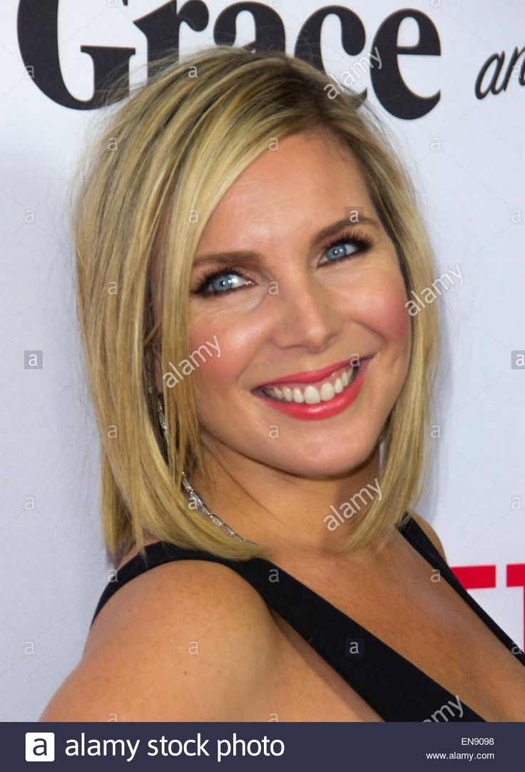 Download this stock image: Los Angeles, California, USA. 29th Apr, 2015. June Diane Raphael attends Premiere Of Netflix's ''Grace And Frankie'' on April 29th 2015 at Regal Cinemas L.A. Live in Los Angeles, California USA. Credit:  TLeopold/Globe Photos/ZUMA Wire/Alamy Live News - en9098 from Alamy's library of millions of high resolution stock photos, illustrations and vectors.