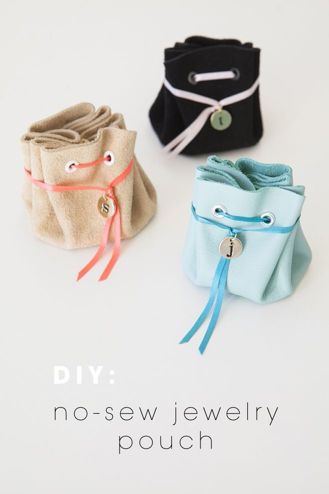 Such a good idea for a bridesmaid gift! DIY: no-sew, leather jewelry pouch from @jencarreiro