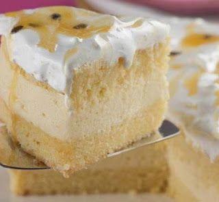 Bolo mousse de maracuja. Passion Fruit mousse cake. Very good!