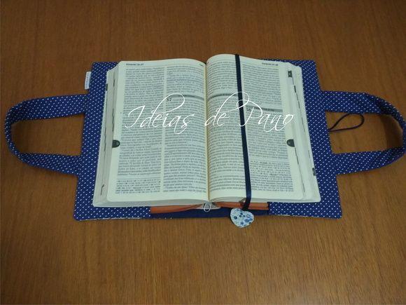 Porta Bíblia com alças | Ideias de Pano | Elo7. Capa personalizada, com marcador de paginas. * Para que sua capa saia do tamanho exato, favor verificar o tamanho de seu livro, agenda, caderno, bíblia antes de efetuar o pedido.