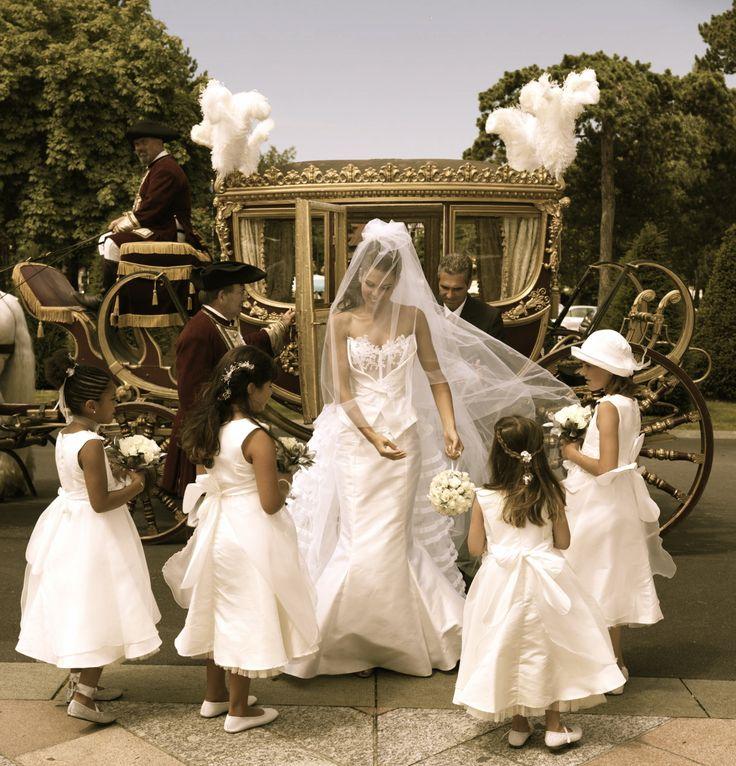 mariage de princesse arrive glise en carrosse arrive marie carrosse demoiselles honneur organisation by even you - Location Carrosse Mariage