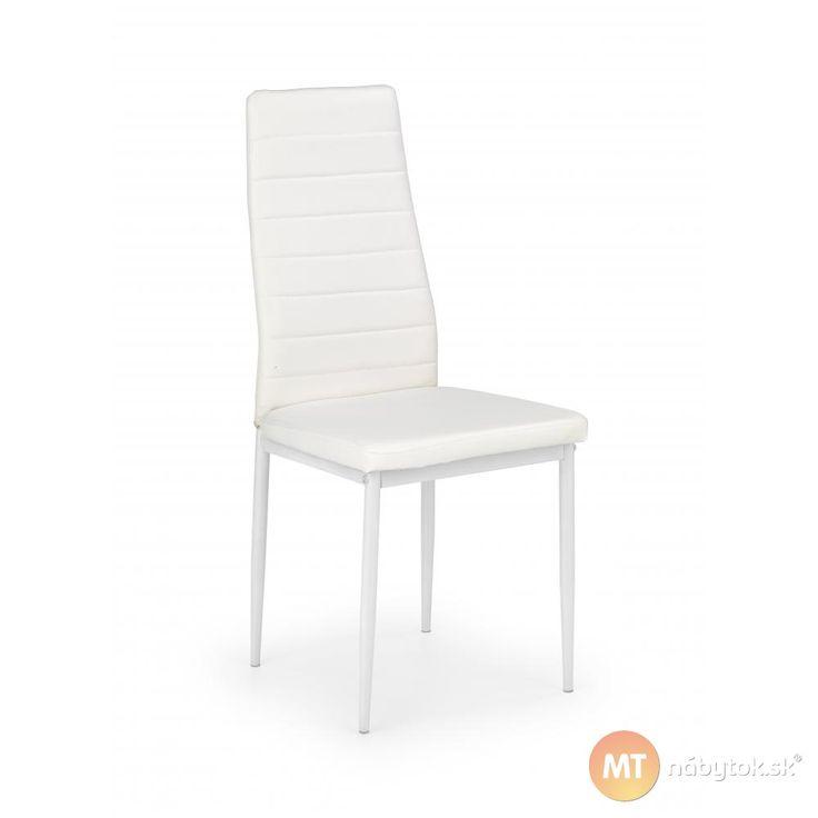 Posaďte sa s hosťami na biele jedálenské stoličky Kiba 2