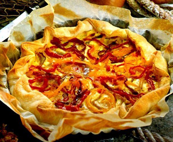 Torta salata di peperoni rossi e gialli alla ligure