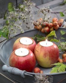 Parcs et jardins offrent en ce moment un trésor de feuilles, de fruits et de baies colorées en tout genre. Et si on les utilisait pour réaliser quelques décos toutes simples et pleine d'atmosphère…?