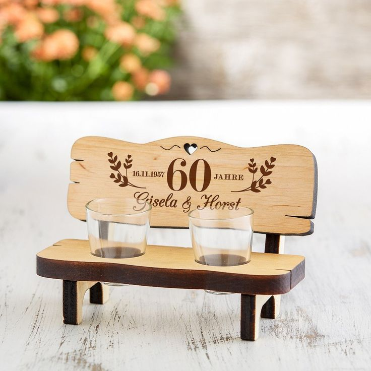 Unsere Idee als Geschenk zum 60jährigen Ehejubiläum: Die Schnapsbank mit Gravur zur Diamantenen Hochzeit - Personalisiert. Jetzt individuell gestalten!