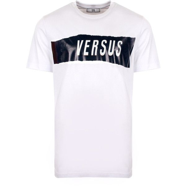 Versus Versace ZXV Versus Logo T-Shirt (4,440 MXN) ❤ liked on Polyvore featuring men's fashion, men's clothing, men's shirts, men's t-shirts, mens white t shirts, mens tribal shirts, mens tribal print shirts, men's white crew neck t shirts and mens crew neck t shirts