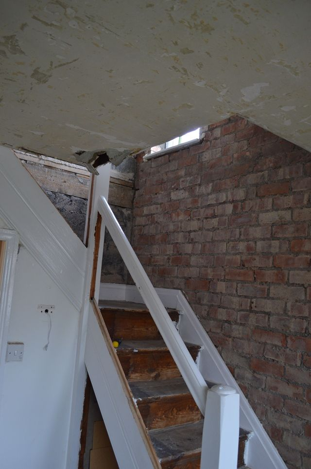 DIY plasterboard in the Hallway - Exposed brick on the staircase
