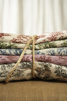 Como usar carimbos de borracha para estampar tecido de veludo | eHow Brasil
