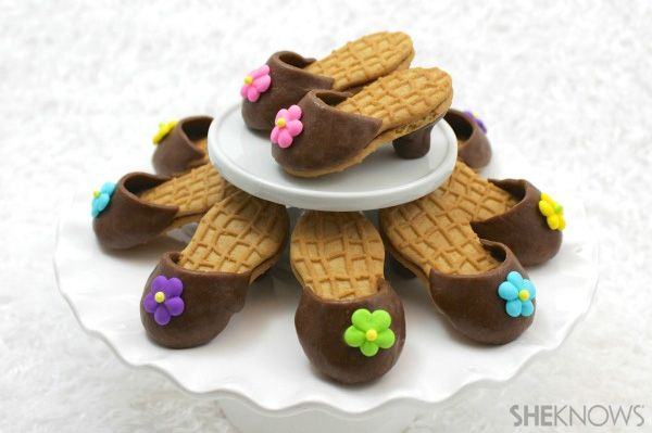 Are these not the cutest cookies you have EVAH seen?!?  Nutter Butter high-heel cookies
