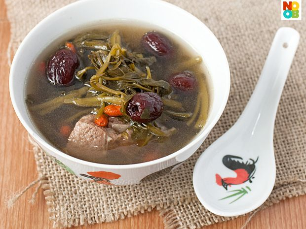 Very simple recipe for Chinese-style watercress soup cooked with pork bones, red dates and wolfberries.