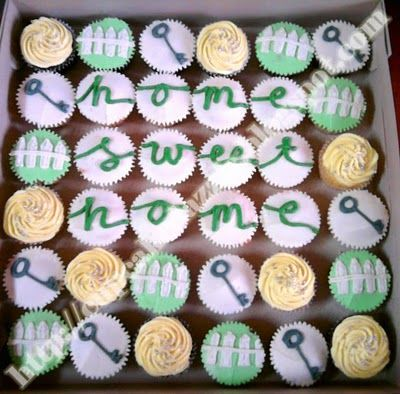 The cutest housewarming cupcakes! I think I will attempt to make these for Casey & Michael's House Warming party! (Or go have them made at my bakers..) Haha
