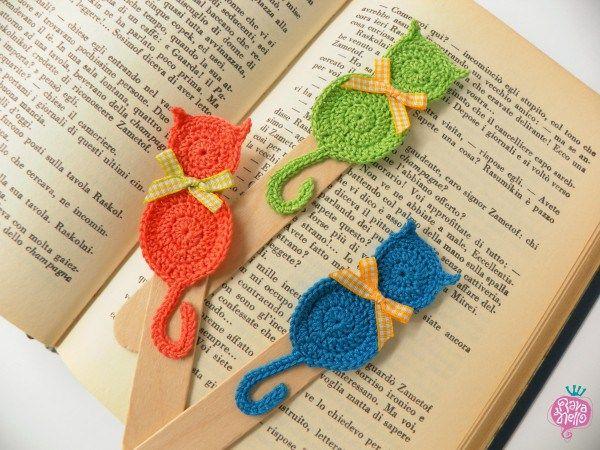 Three little cats - Handmade crochet bookmarks - Segnalibri al'uncinetto fatti a mano #crochet #bookmark #cat #bow Find more on www.rava-nello.it