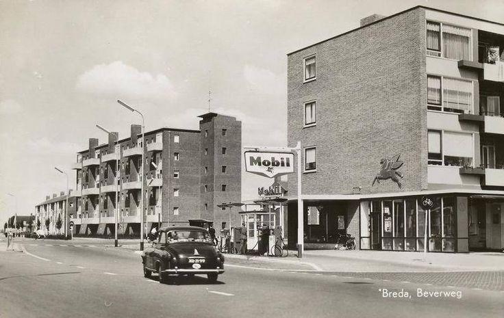 Mobil bezinepompstation aan de Beverweg, ter hoogte van winkelcentrum Brabantplein, ongeveer tussen 1955 en 1965.