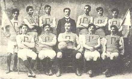 1904  Merzifon Amerikan Koleji'nde Rumlar biri Rum İrfansever Kulübü, diğeri Pontus Kulübü adıyla iki kulüp kurmuşlar