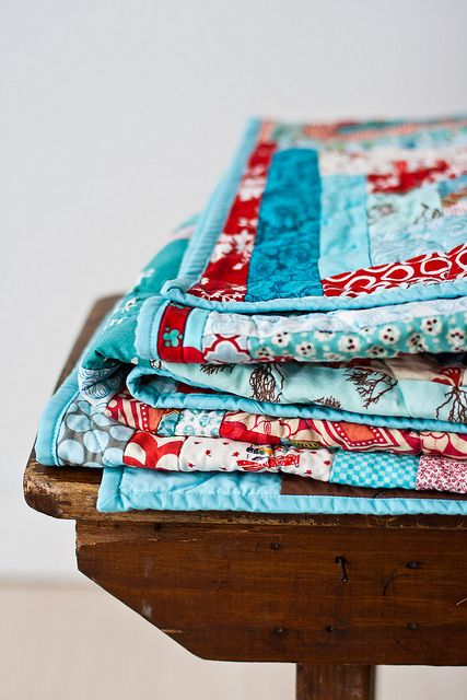 Aqua and cherry quilt. Love this color combination.