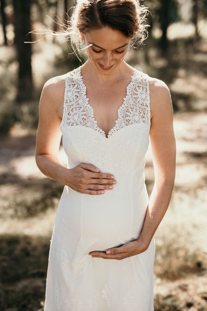 Das Perfekte Kleid Fur Das Standesamt Brautkleid Schwanger Standesamt Standesamt Kleid Schwanger Standesamtliche Trauung Kleid