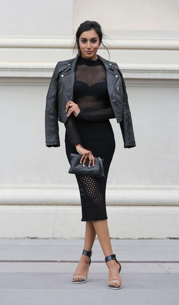 Foto de street style com vestido vazado preto
