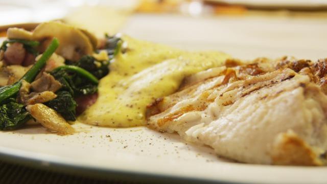 Gegrilde pladijs Dijonaise met spinazie - Recept | VTM Koken