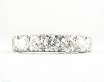 Anillo de bodas Vintage diamante, platino mediados siglo XX 7 piedra diamante aniversario banda. 0.63 quilates, Circa década de 1950.