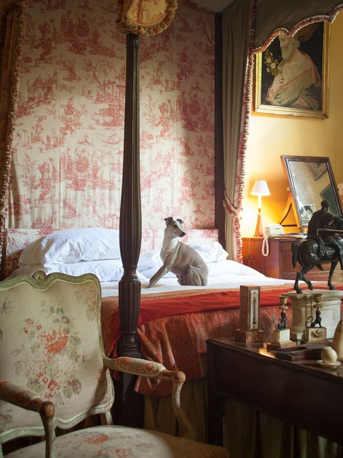 bed of designer extraordinaire Furlow Gatewood in his southern home ~ photo: Paul Costello